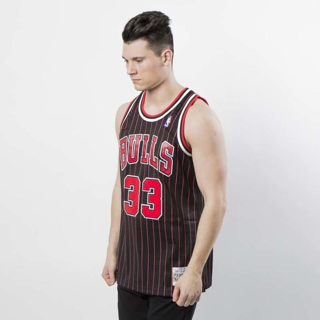 e962c9cf39f ... Mitchell   Ness Chicago Bulls  33 Scottie Pippen black   red Swingman  Jersey ...