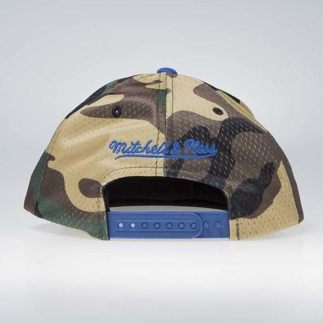 706fddbcb9581 ... camo Mitchell   Ness Golden State Warriors Woodland Snapback Cover ...