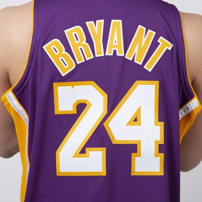 watch ae1a5 0b8ef Jersey Mitchell & Ness Los Angeles Lakers #24 Kobe Bryant ...